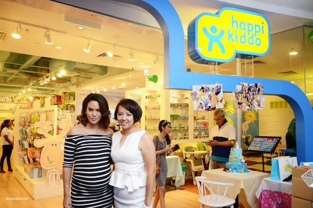 Founder and Managing Director of Happikiddo – Elaine Chew and actress, TV host and former Miss Malaysia Universe, Elaine Daly at the grand launch