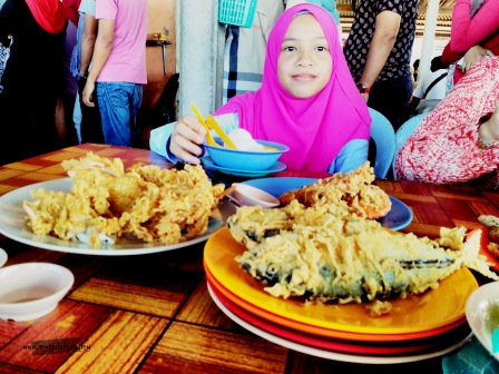 ikan celup tepung warung pok nong, melawat terengganu, tempat makan menarik terengganu