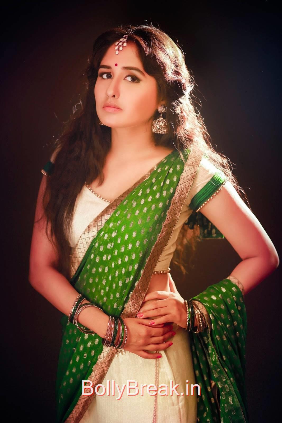 Haritha Photo Gallery, Telugu Actress Haritha Hot Pics in Green Saree
