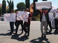 Persatuan Wartawan Indonesia (PWI) Kabupaten Rembang melaporkan kasus intimidasi dan perampasan ponsel kepada polisi