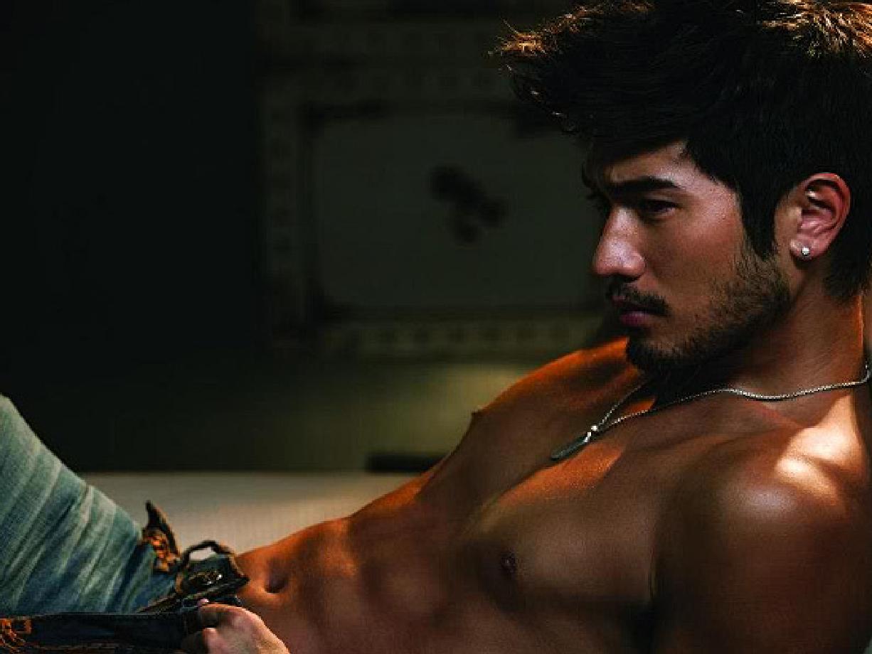 [Image: godfrey+gao+shirtless+7.jpg]