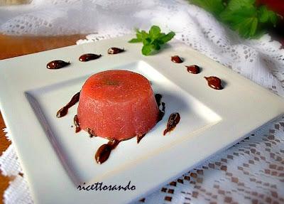 Gelee alle fragole su ganache fondente ricetta dolce