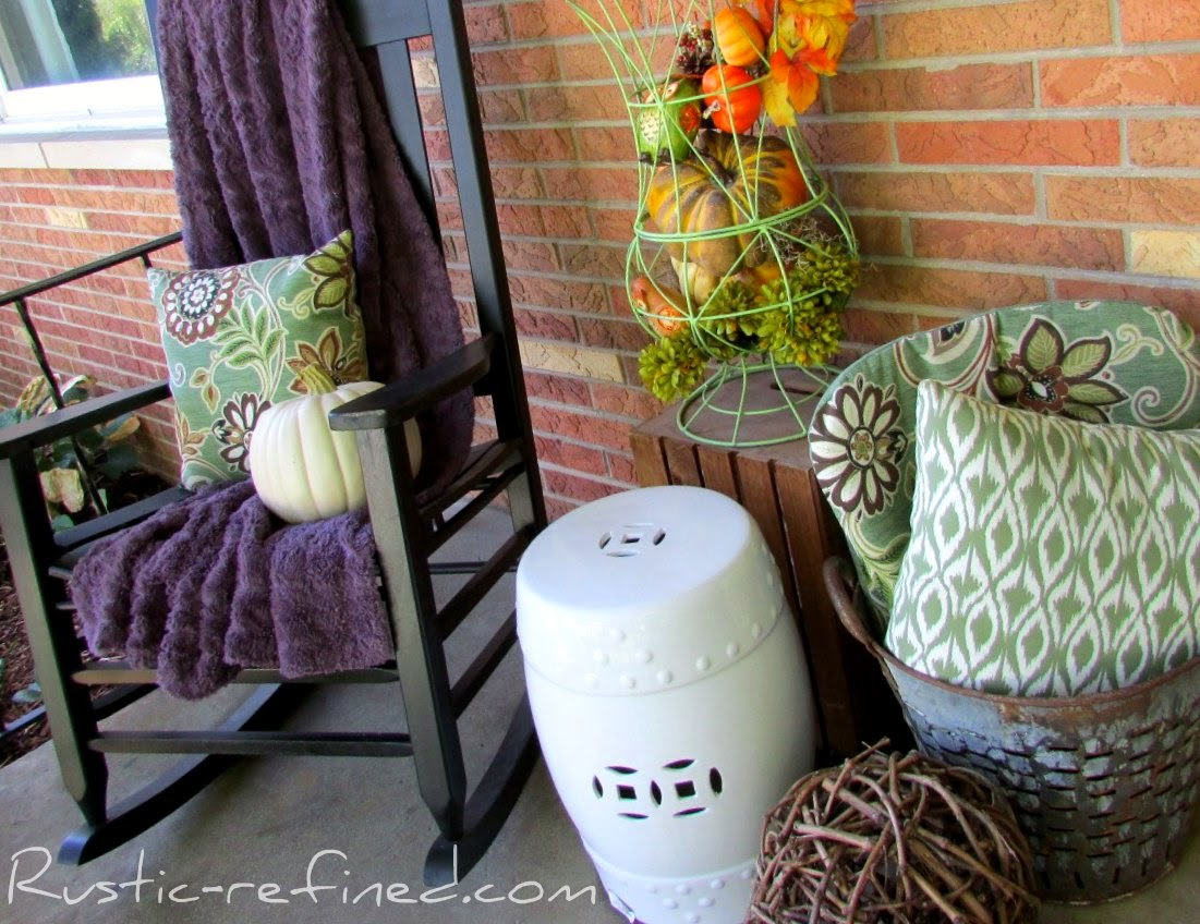 Rustic Fall Touches to the Front Porch