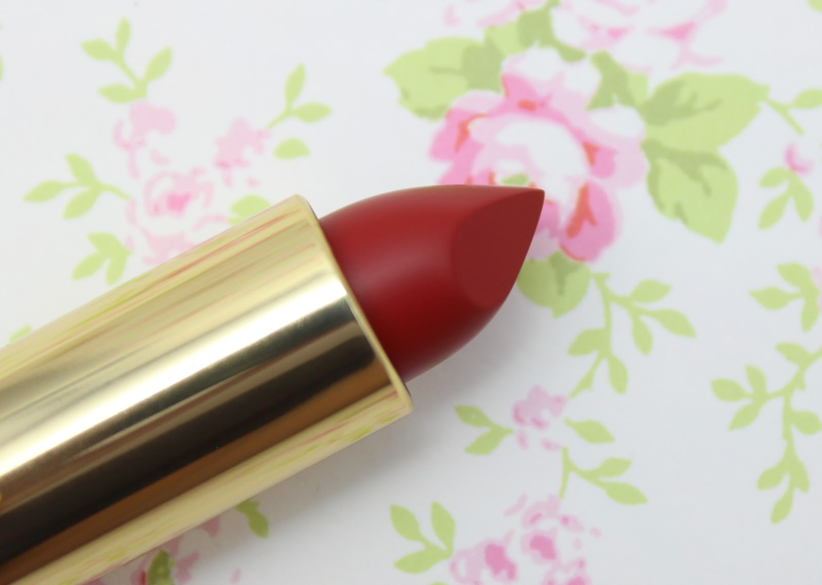 L'Oreal Color Riche Collection Exclusive Reds Lipstick - Eva's Red review