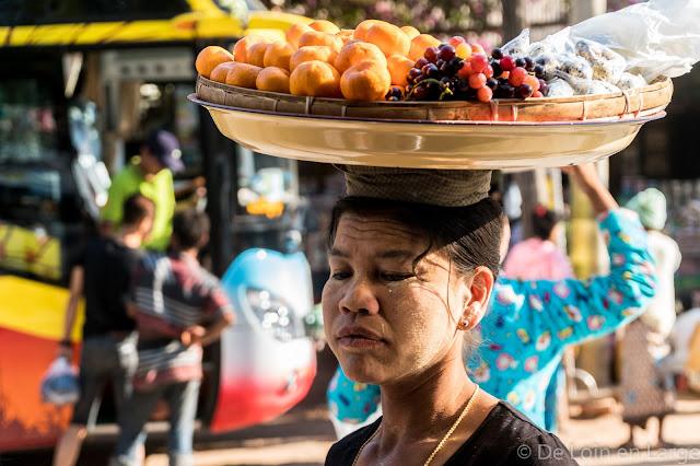 Vendeuse de rue - Myanmar Birmanie
