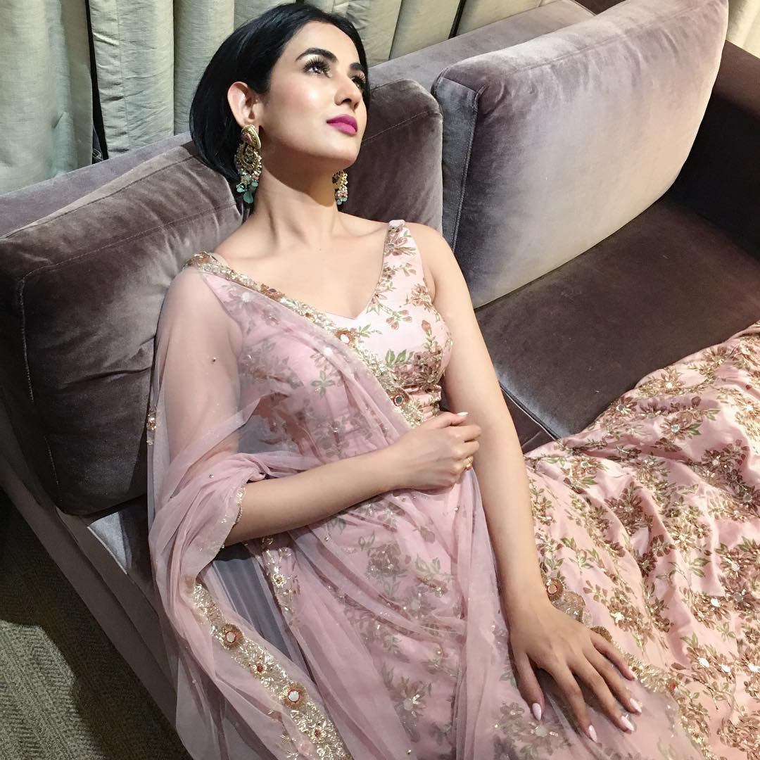 Sonal Chauhan photos, Images and Pictures - HD Actress Photo