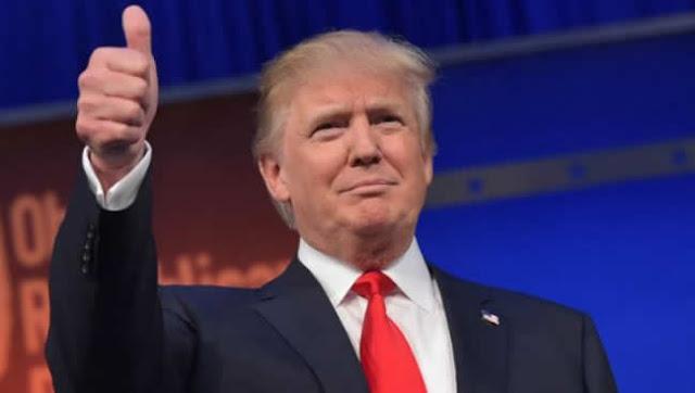 """El presidente de EE.UU., Donald Trump, defendió este domingo vigorosamente a dos presentadores de su canal favorito, Fox News, que han generado polémica por sus comentarios racistas, mientras su jefe de gabinete, Mick Mulvaney, aseguraba que el mandatario no es un """"supremacista blanco""""."""