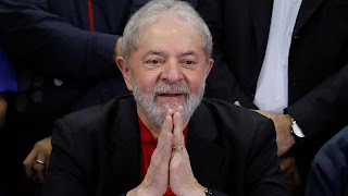 Lula ignora condenação e anuncia pré-candidatura