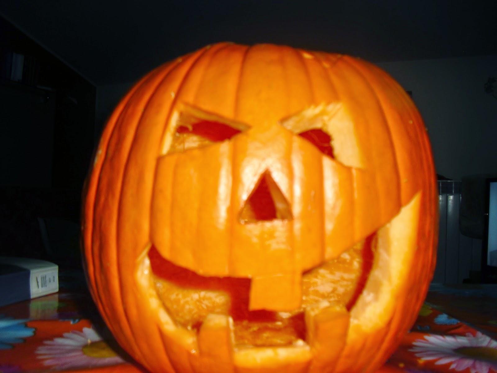 Intagliare Zucca Per Halloween Disegni tra le pagine di un libro,un gatto: come intagliare una