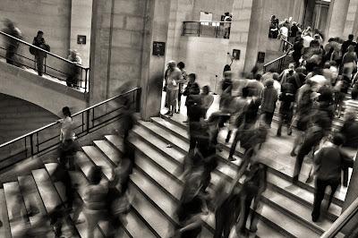 Oameni în mișcare - fotografie de José Martín Ramírez C  - unsplash.com