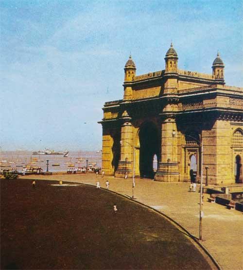 Foto Pintu Masuk ke India