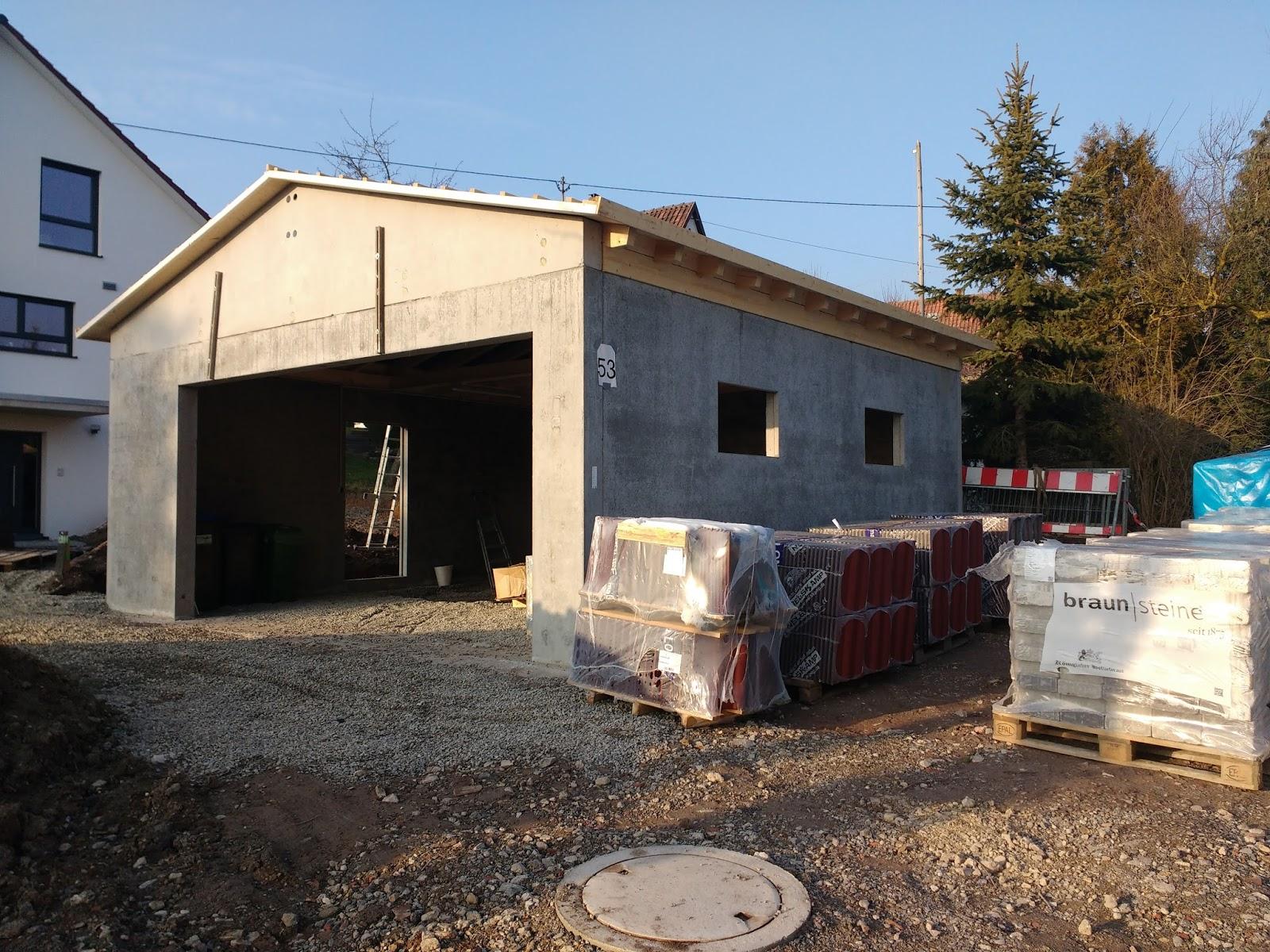 Mit Unseren Fließigen Helfern Haben Wir Am Samstag Das Dach Der Garage  Gedeckt, Fenster Und Tür Eingebaut Und Die Dachrinnen (fast Fertig) Gemacht.