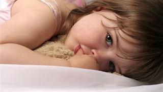 مشكلة مص الاصابع عند الاطفال وعلاجها