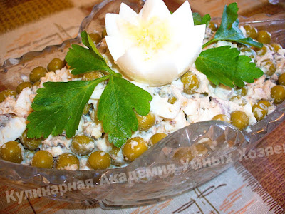 Салат с тунцом горошком и яйцом