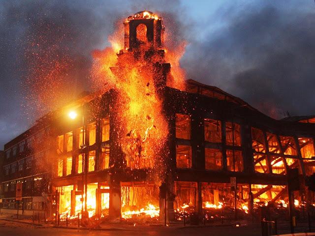 Gedung kebakaran