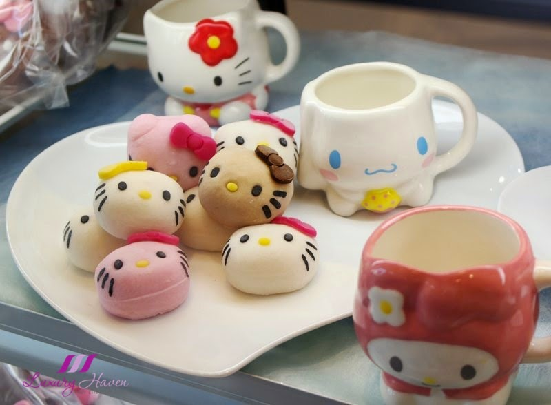 sanrio puroland hello kitty cake shop shinjuku