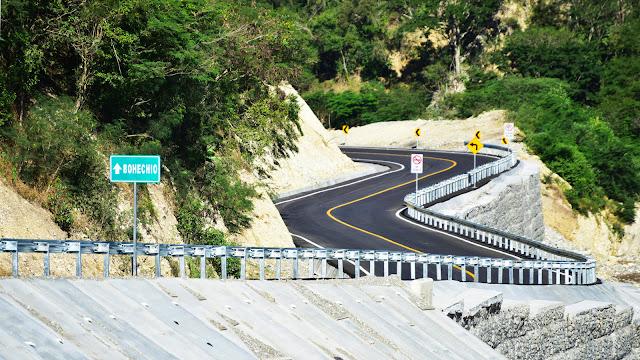 Los sureños están felices; Danilo entrega carretera Padre Las Casas-Bohechío