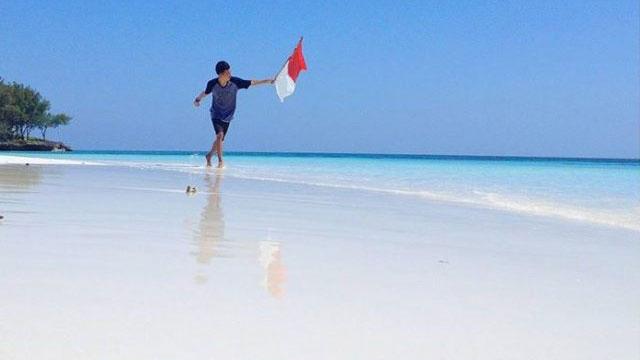 Pantai Bonemaleang, Pulau Pasi, Kabupaten Kepulauan Selayar
