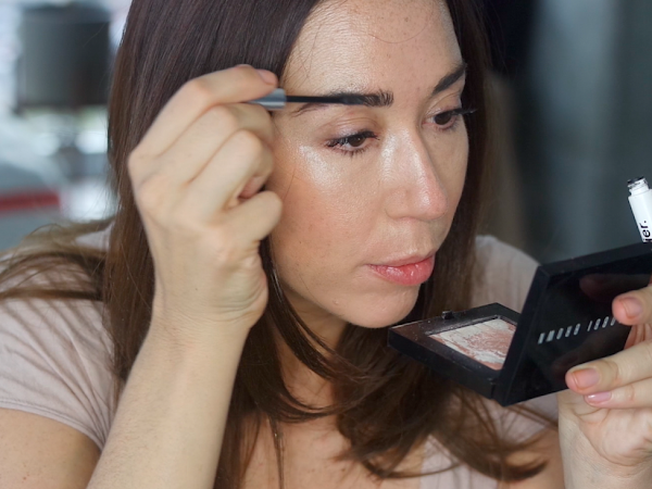 VIDEO: Smooth Skin, Bold Natural Brow and Full Lips