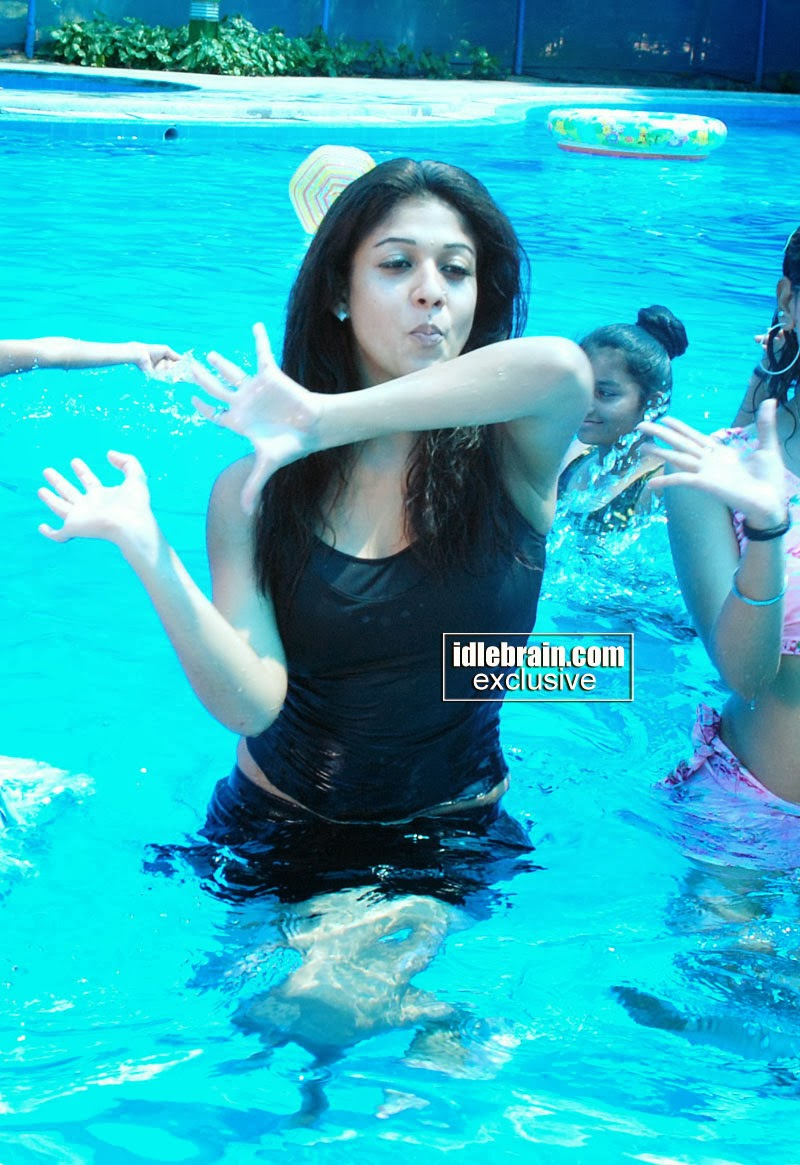 Nayantara South Indian Actress Hot Navel Cleavage Show -2213