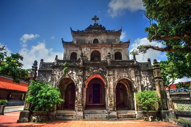 Bewildered Phat Diem Cathedral's architecture 9