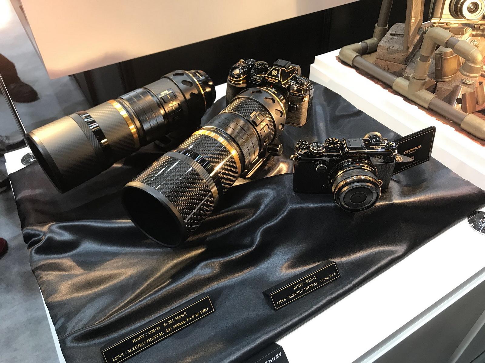 Фотоаппараты и объективы Olympus в черно-золотом исполнении