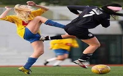 foto lucu sepak bola wanita terbaru 2014 bikin ngakak