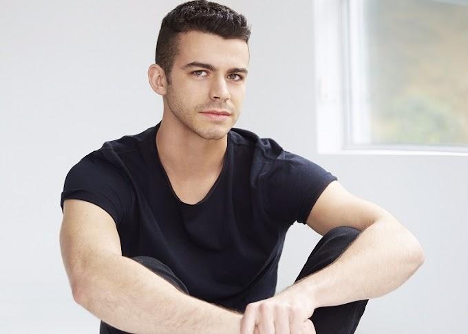 """Joey Pollari, ator de """"Love, Simon"""" sai do armário e revela ser gay"""