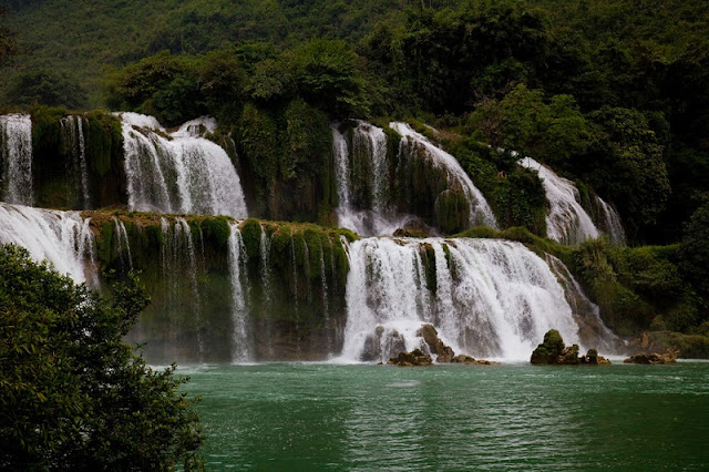 2  places of Vietnam are in the top 10 most amazing natural wonders in Asia