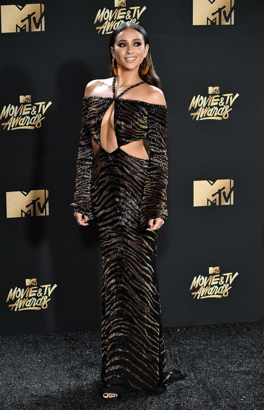 Shay Mitchell dares to bare at the 2017 MTV Movie and TV Awards