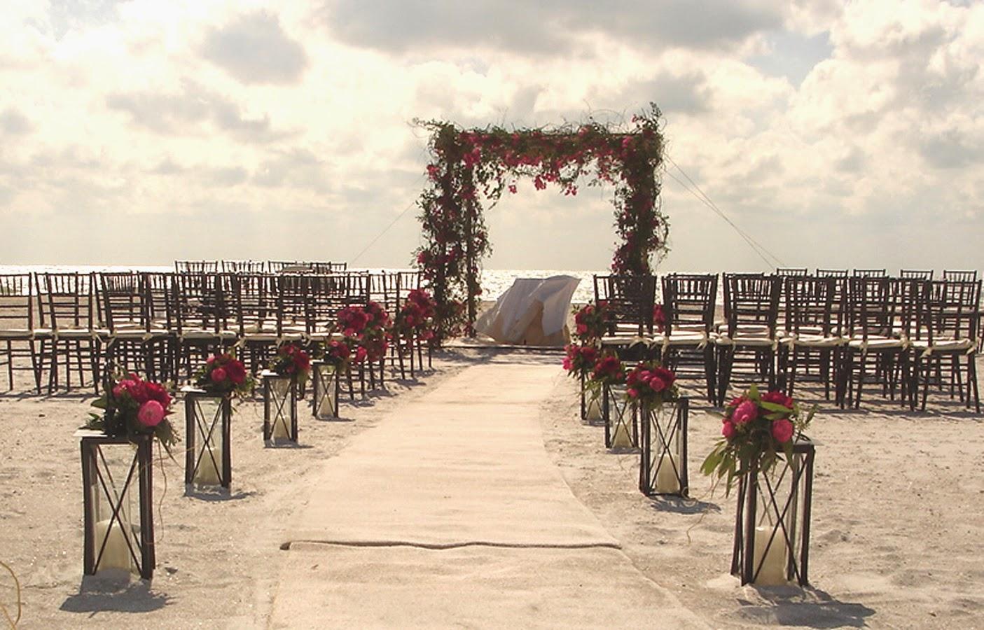 decoração altar casamento na praia