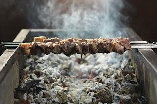 Вариации на тему шашлыка: идеи, рецепты, советы, Особенности рыбных шашлыков, Анчоус-стейк на решетке, Кебаб из мелкой рыбы, Курино-баклажанные шашлычки в духовке, Ломтики почек и сердца на шампуре, Московское кольцо, Оригинальный шашлык из бараньих рёбрышек, Осьминоги, запеченные на вертеле, Печень сайгака по охотничьи, Простой шашлык из рыбы, Пряный шашлык из рыбы, Рыба на костре, Шашлык во фритюре, Шашлык из лосося, Шашлык из морепродуктов, Шашлык на сковороде, Шашлык-ассорти из рыбы, Вариации на тему шашлыка