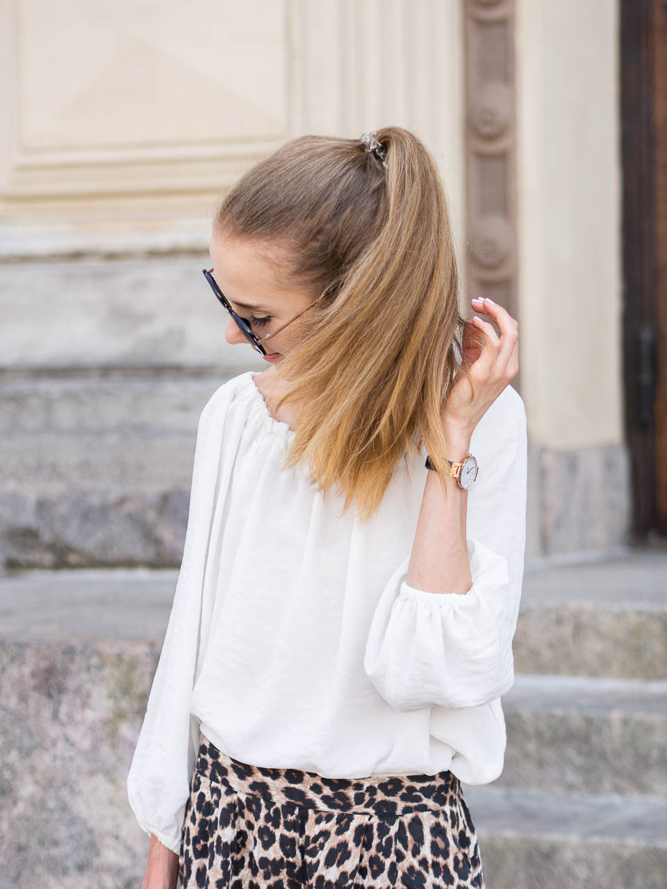 leopard-print-shorts-fashion-blogger-outfit