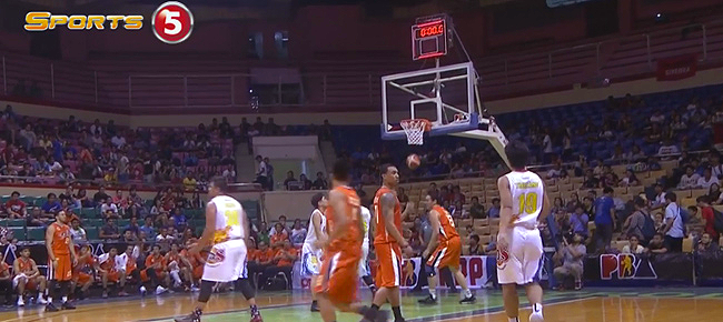 Chris Newsome Sinks the CRAZY Shot vs Rain or Shine (VIDEO)