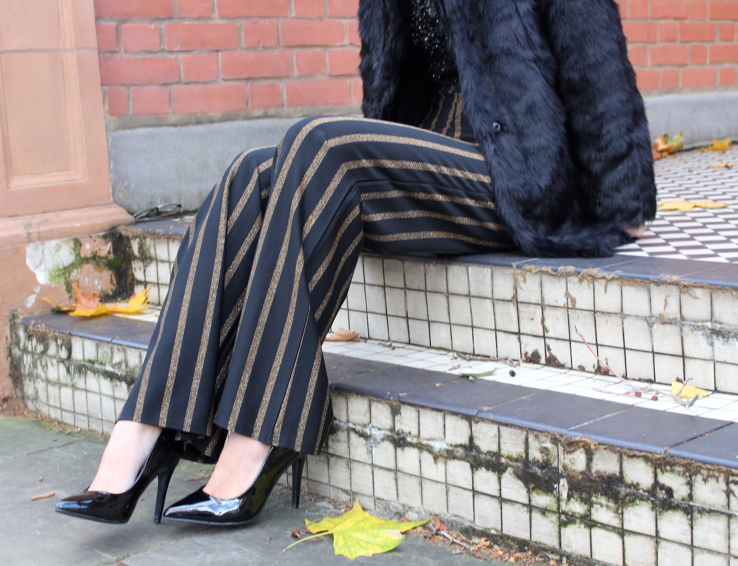 peexo fashion blogger wearing sequin trousers