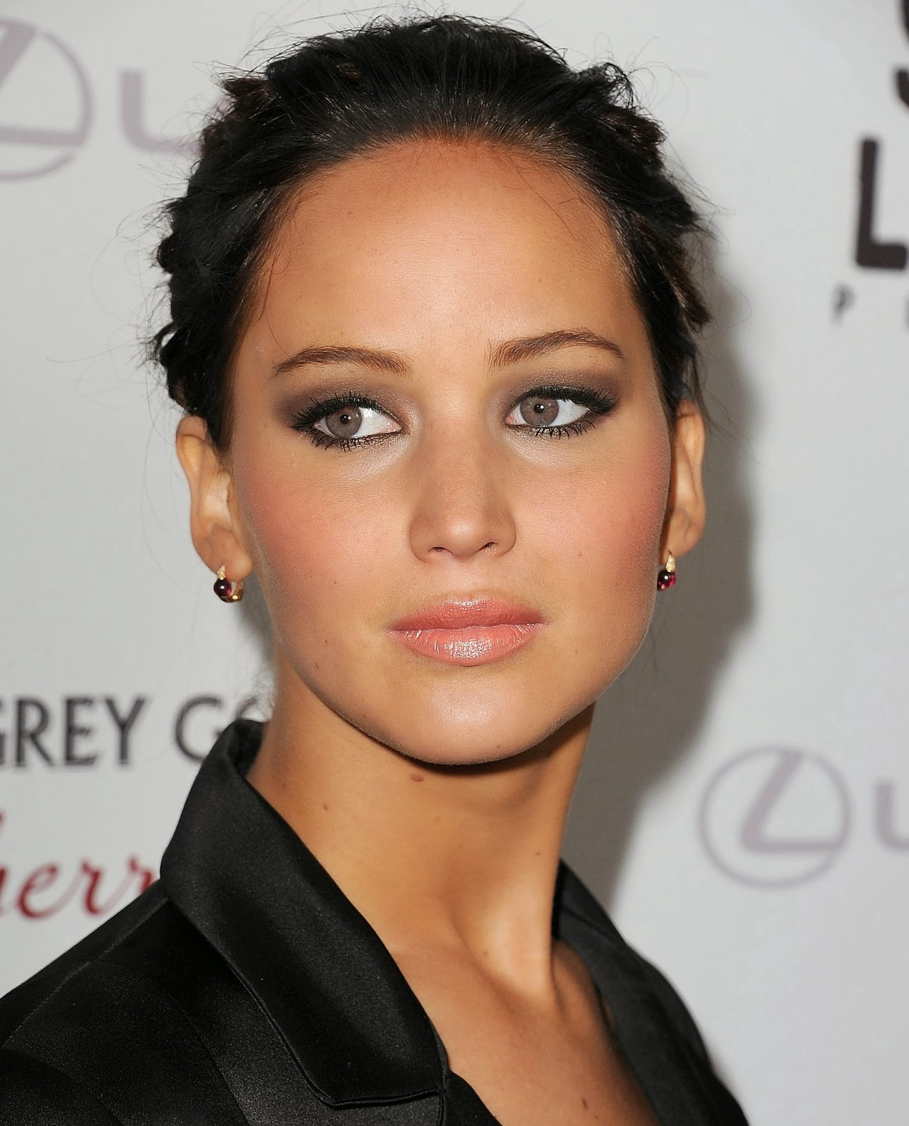 Jennifer Lawrence With Brown Contacts