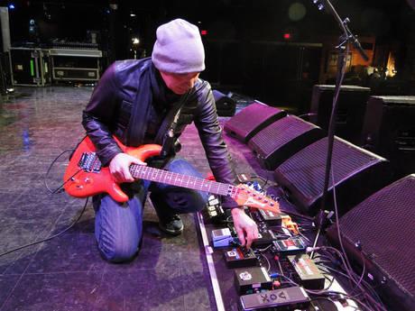 Inilah Koleksi Pedalboard Guitarist Dunia  Evobig