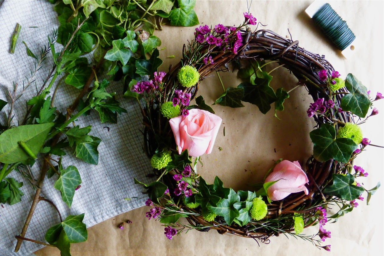 wreath, spring, flowers, fresh flower wreath, grapevine wreath, ribbon, ivy wreath, American Crafts ribbon, homemade flower wreath