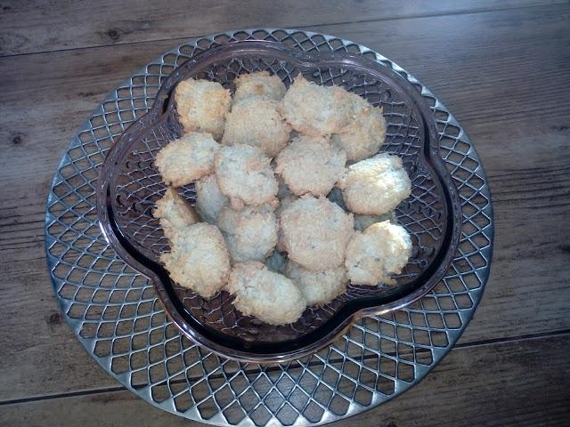 kokosanki ciastka kokosowe ciastka z wiorkow kokosowych ciastka z bialek