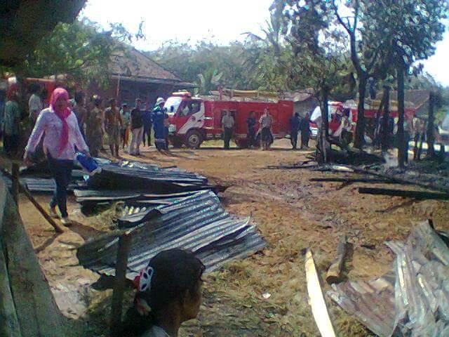 Satu Musholla dan Satu Rumah dilalap Sijago Merah