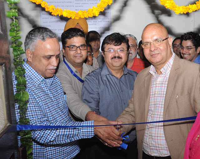 Mr. Arvind Bali, CEO, Connect Broadband and Videocon Telecom and Prof. Prakash Gopalan, Director Thapar University Inaugurating the Lab