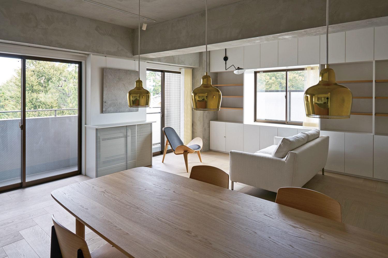 Casa con travi a vista e soffitto in cemento arc art for Soffitto travi a vista bianco
