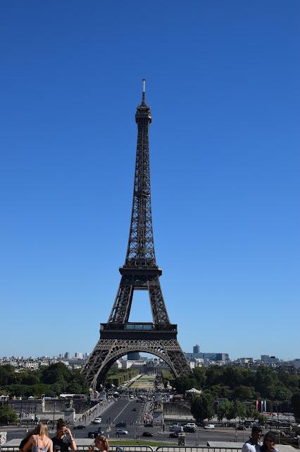 Paryż w pigułce #2 - La Tour Eiffel - zdjęcie 6 - Francuski przy kawie