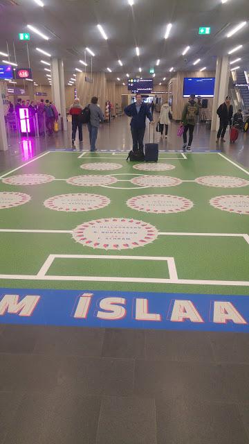 פוסטר נבחרת איסלנד בשדה התעופה