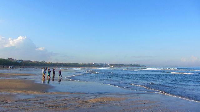 jogging di pantai kuta