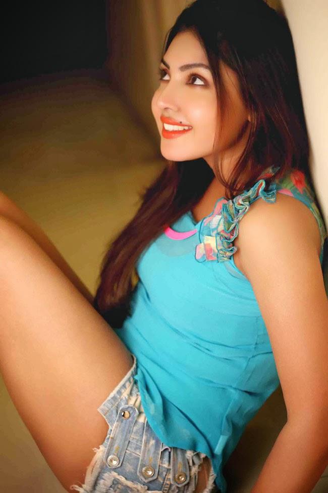 Top Sexy Photos Actress Komal Jha Shiner Photos