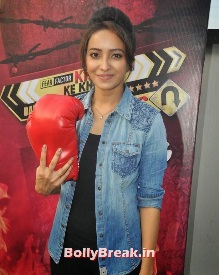 Riddhi Dogra, 'Khatron Ke Khiladi' 6 Contestants Hot Pics