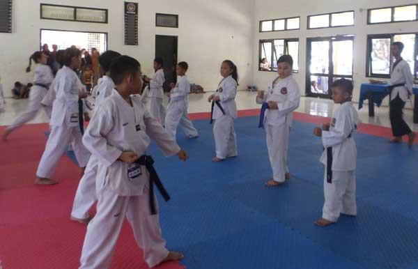 taekwondoin kota cirebon raih emas