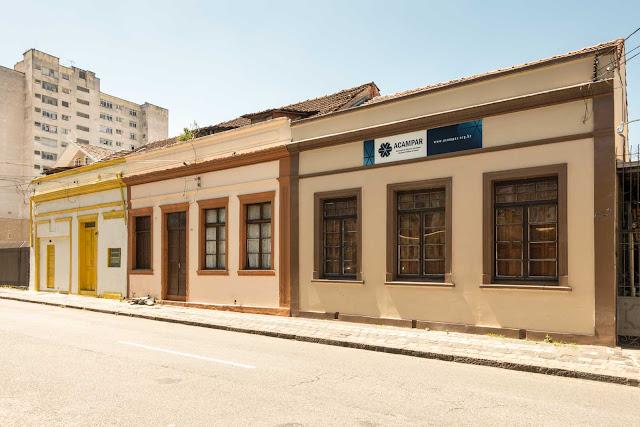 Conjunto de três casas na Presidente Carlos Cavalcanti