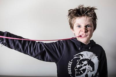 Если верить телевизионной рекламе, жевательная резинка полезна для полости рта, так как она защищает зубы от кариеса. Но так ли это на самом деле, и какие требования предъявляются к детским жевательным резинкам?